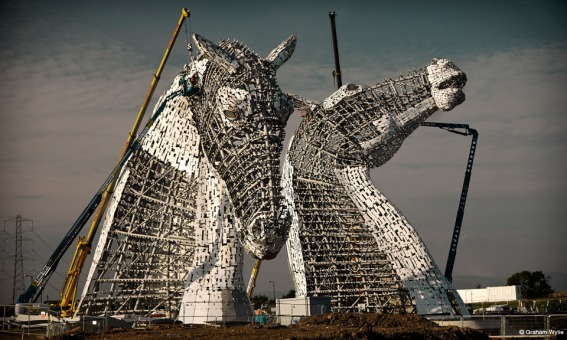 Kelpies-Andy-Scott-Anallasa-esqueleto