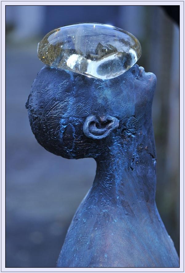 Giant_Rain_Sculpture_Azul_Nazar_Bilyk_Anallasa